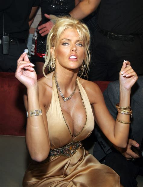 anna nicole topless photos